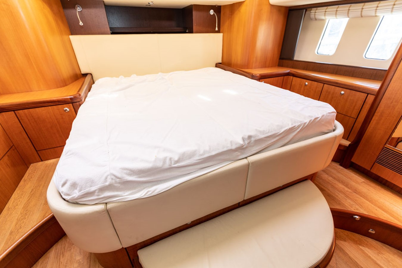 2012 DISCOVERY Discovery 57 Cruising Sailboat 2546369