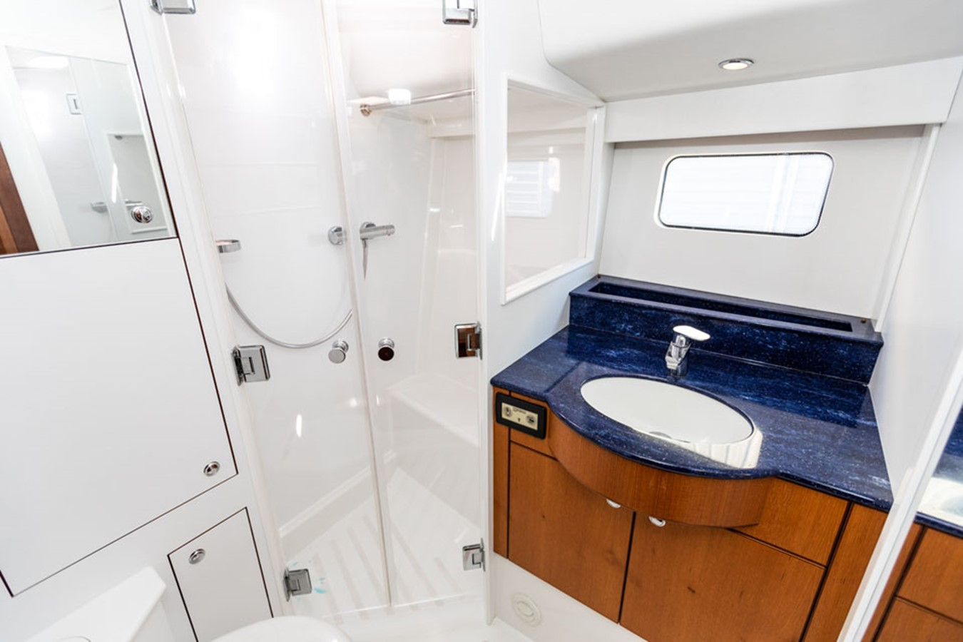 2012 DISCOVERY Discovery 57 Cruising Sailboat 2546373