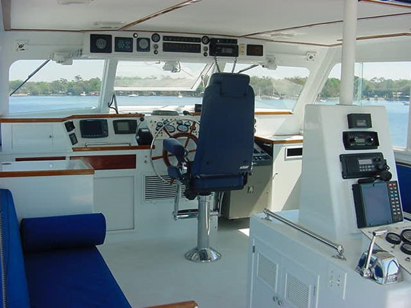 Bridge (5) 1980 HUCKINS  Motor Yacht 2802403