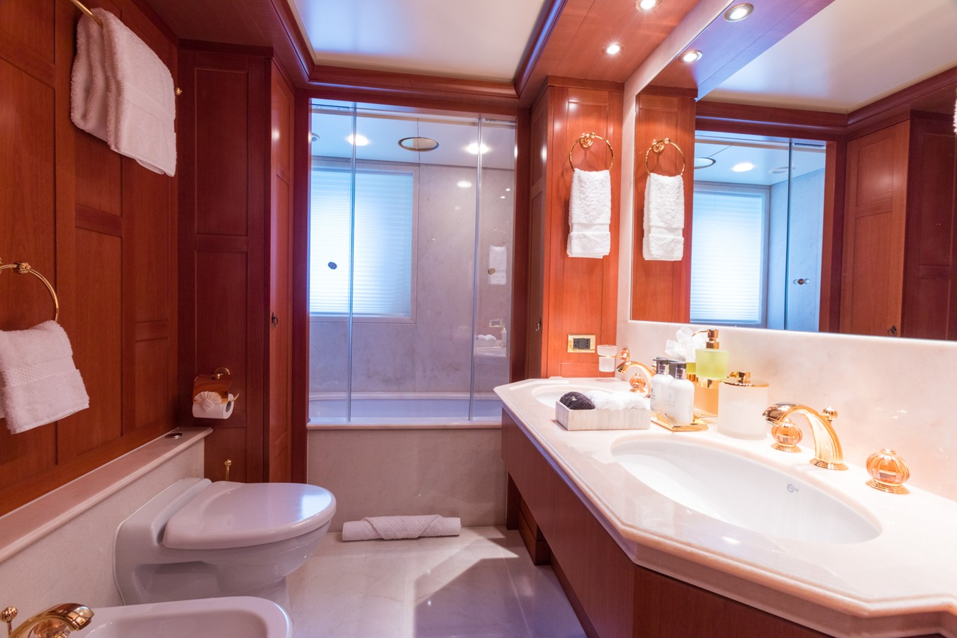 Lower Deck Starboard Guest Bath - 214 CODECASA For Sale