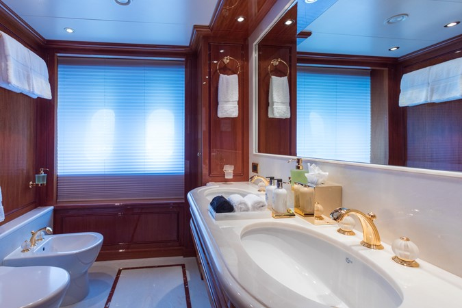 Main Deck Forward VIP Port Bath 2010 CODECASA  Motor Yacht 2548495
