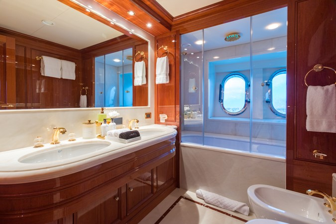 Main Deck Forward VIP Starboard Bath 2010 CODECASA  Motor Yacht 2548498