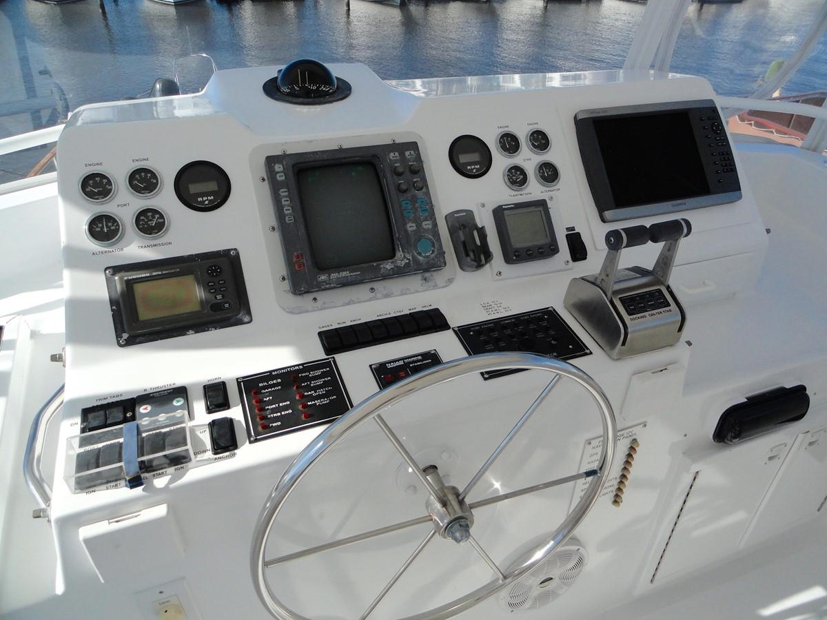 Flybridge Helm 1979 HATTERAS  Motor Yacht 2575656