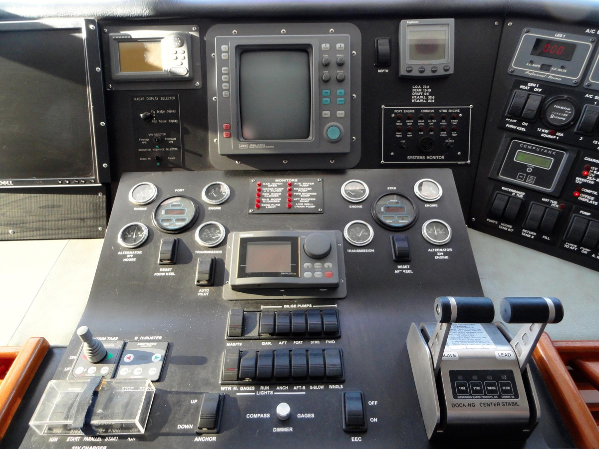 Pilothouse Electronics 1979 HATTERAS  Motor Yacht 2575677