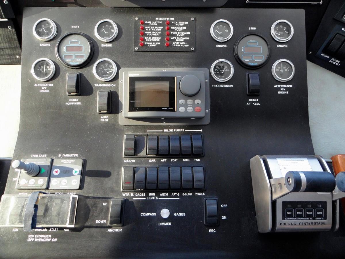Pilothouse Electronics 1979 HATTERAS  Motor Yacht 2575678