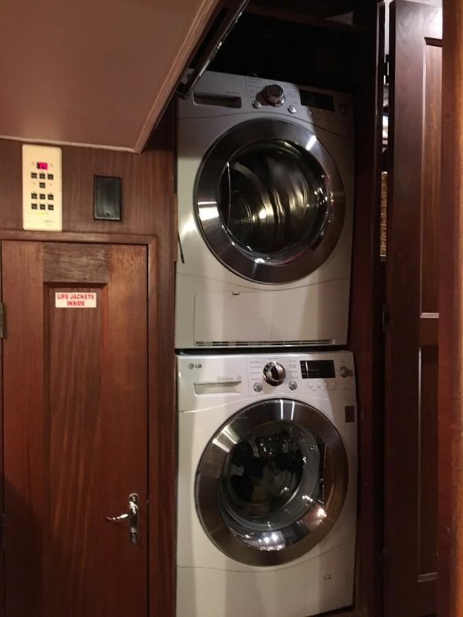 Laundry 1979 HATTERAS  Motor Yacht 2575807
