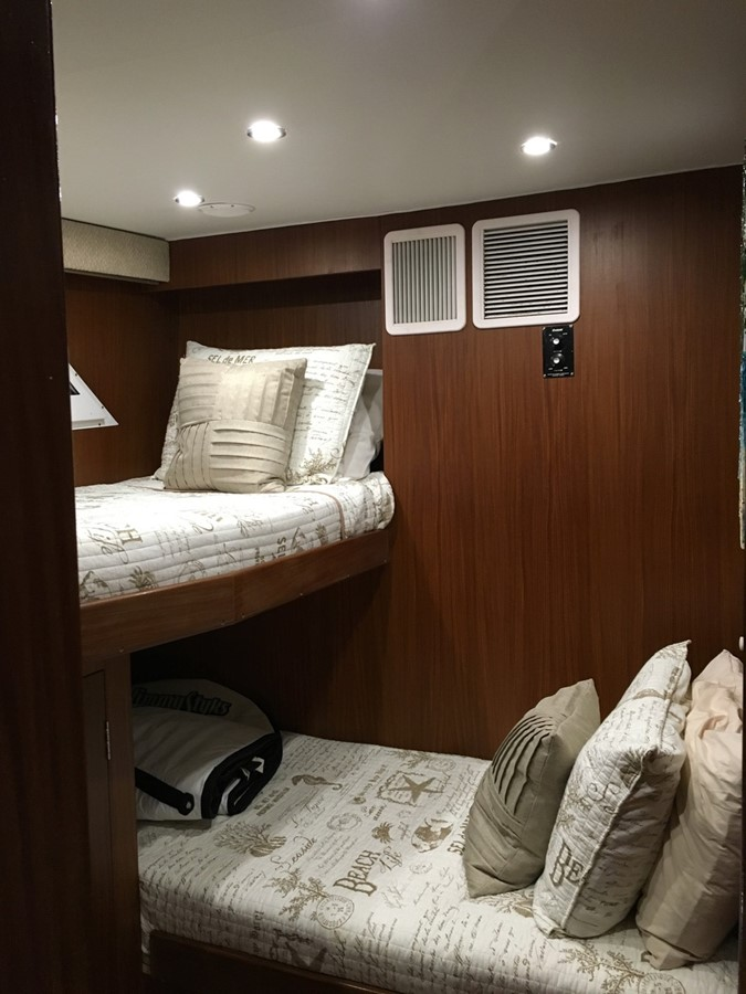 Guest Stateroom 1979 HATTERAS  Motor Yacht 2575809