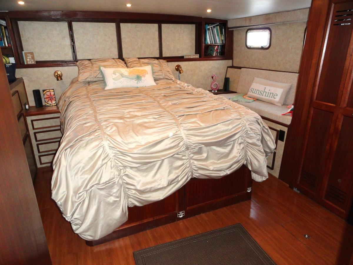 Master Stateroom 1979 HATTERAS  Motor Yacht 2575860