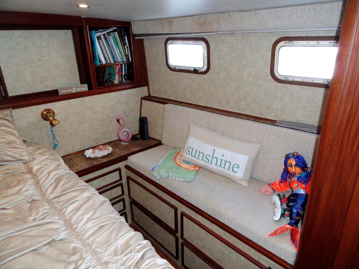 Master Stateroom 1979 HATTERAS  Motor Yacht 2575861