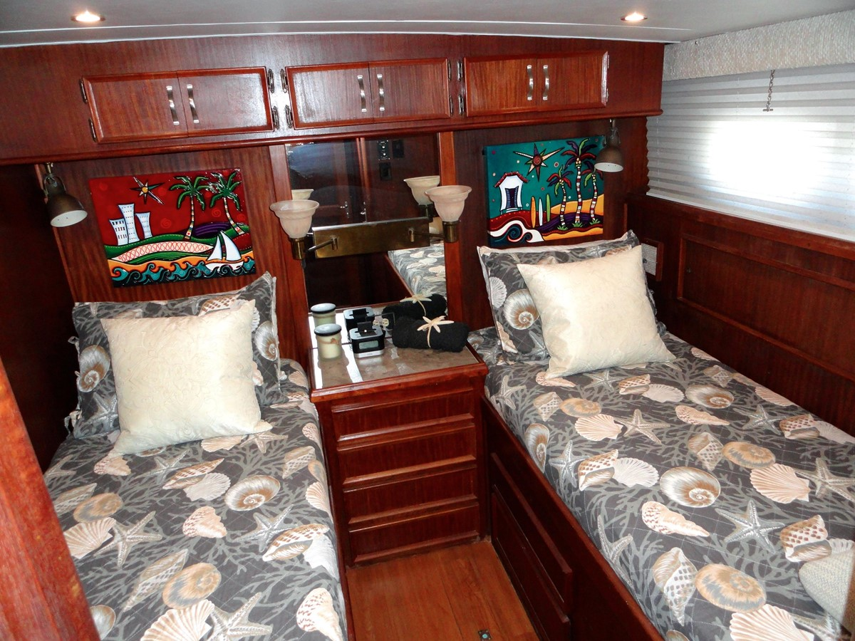 Guest Stateroom 1979 HATTERAS  Motor Yacht 2575865