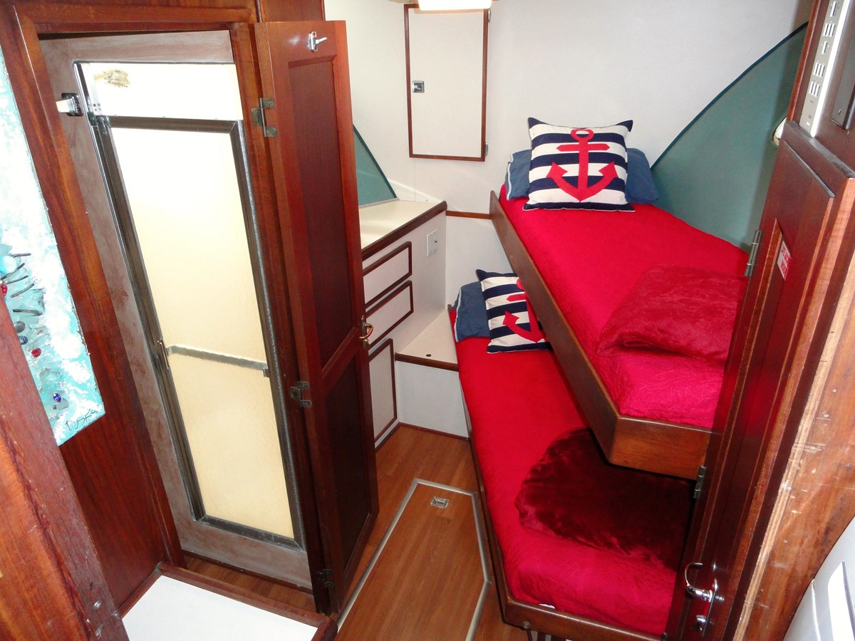 Guest Stateroom 1979 HATTERAS  Motor Yacht 2577404