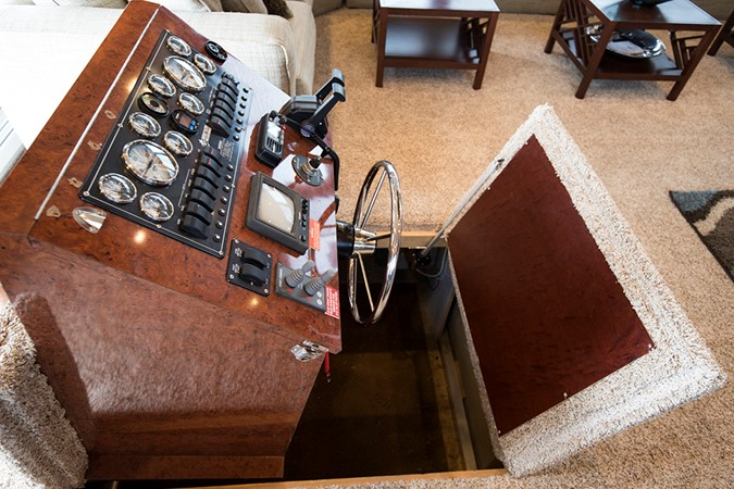 Retractable helm in salon 2007 FANTASY YACHTS 112' x 21' Houseboat 2551906