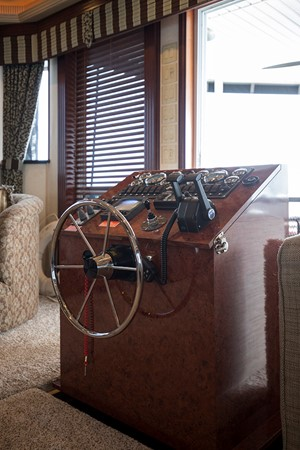 Retractable helm in salon 3 2007 FANTASY YACHTS 112' x 21' Houseboat 2551908