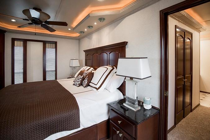 Master stateroom 2 2007 FANTASY YACHTS 112' x 21' Houseboat 2551915
