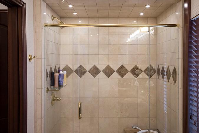 Master shower 2007 FANTASY YACHTS 112' x 21' Houseboat 2551921