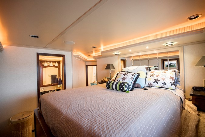 Fwd VIP stateroom 2007 FANTASY YACHTS 112' x 21' Houseboat 2551922