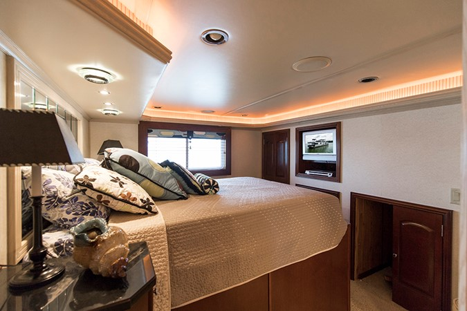 TV in the fwd VIP 2007 FANTASY YACHTS 112' x 21' Houseboat 2551923