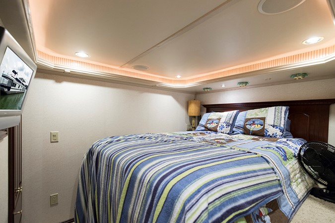 Aft VIP stateroom 2007 FANTASY YACHTS 112' x 21' Houseboat 2551925