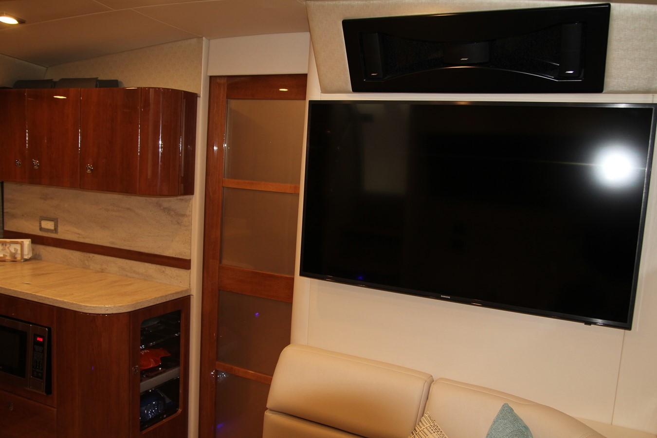 Cabin TV 2017 FORMULA Yacht Cruiser 2554114
