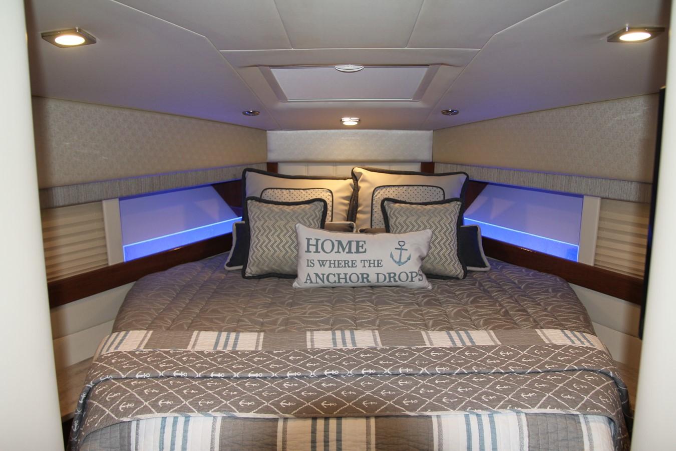 Master Stateroom 2017 FORMULA Yacht Cruiser 2554118