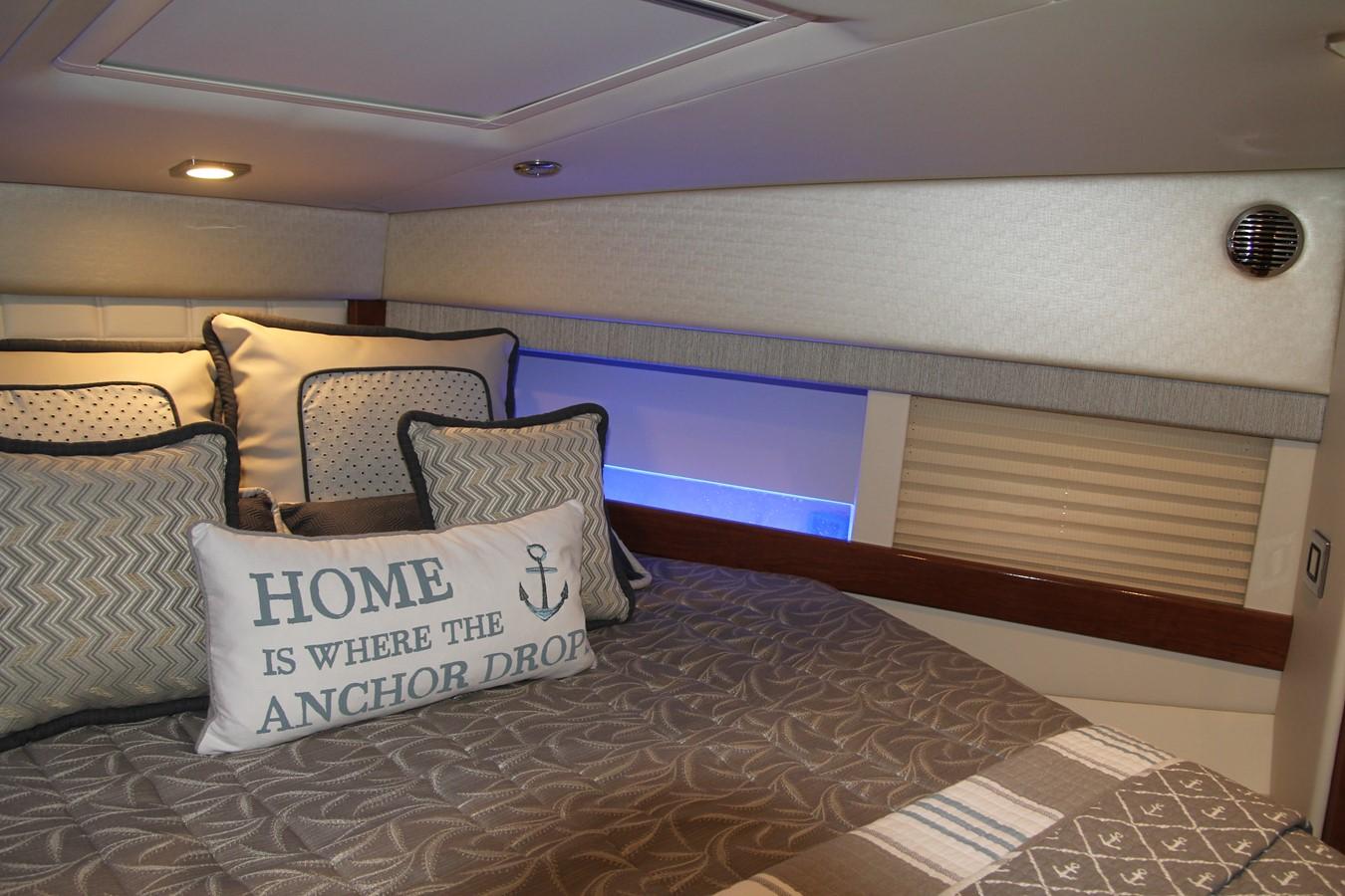Master Stateroom 2017 FORMULA Yacht Cruiser 2554119