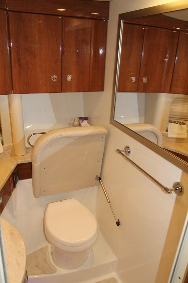 Master Stateroom Head 2017 FORMULA Yacht Cruiser 2554126