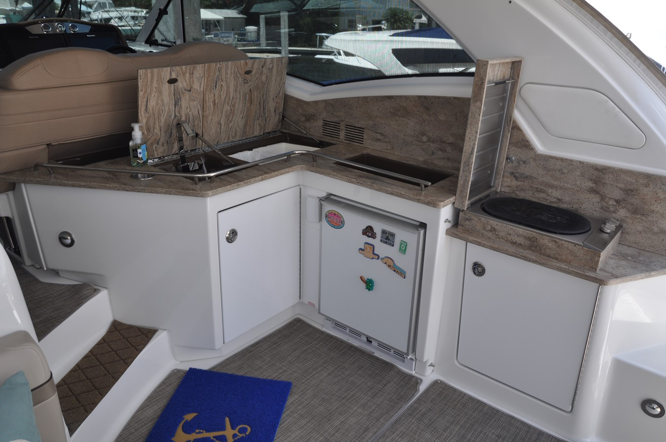 Helm Area 2017 FORMULA Yacht Cruiser 2554140