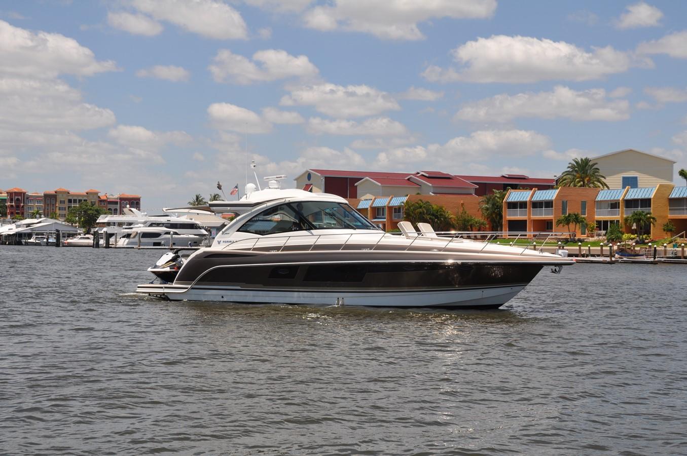 Crusin Susan Fore! 2017 FORMULA Yacht Cruiser 2554224
