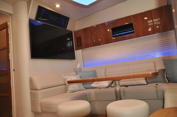 Dinette 2017 FORMULA Yacht Cruiser 2554115
