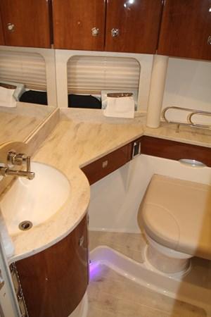 Master Stateroom Head 2017 FORMULA Yacht Cruiser 2554125