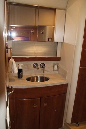 Guest Stateroom Head 2017 FORMULA Yacht Cruiser 2554133