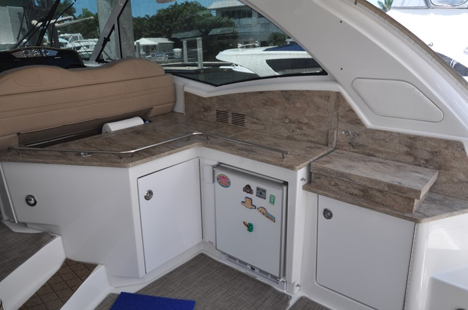Helm Area 2017 FORMULA Yacht Cruiser 2554139