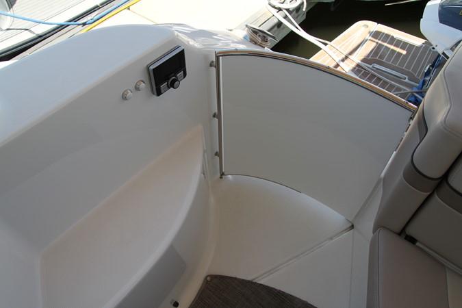 Helm Area Door 2017 FORMULA Yacht Cruiser 2554153