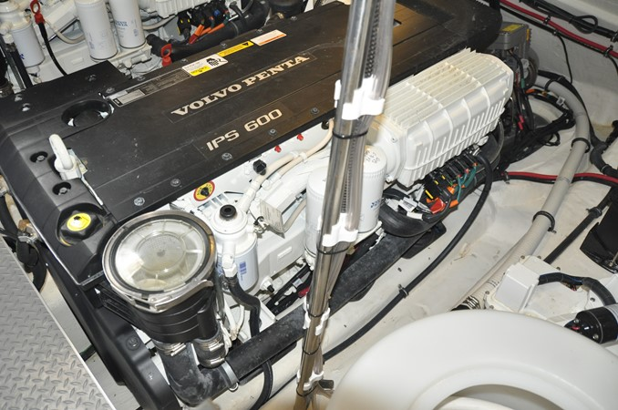 Engine Room 2017 FORMULA Yacht Cruiser 2554210
