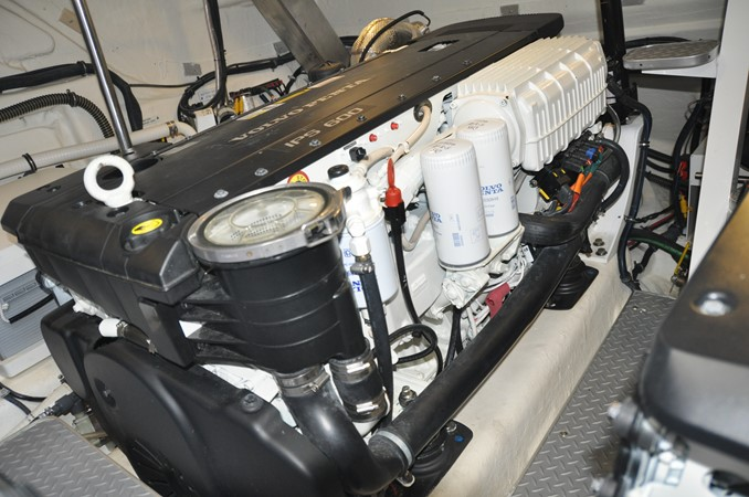 Engine Room 2017 FORMULA Yacht Cruiser 2554212