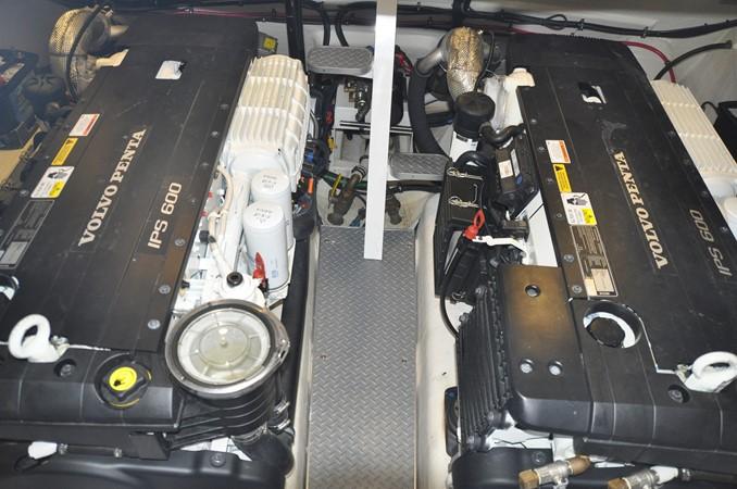 Engine Room 2017 FORMULA Yacht Cruiser 2554218
