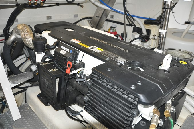 Engine Room 2017 FORMULA Yacht Cruiser 2554219