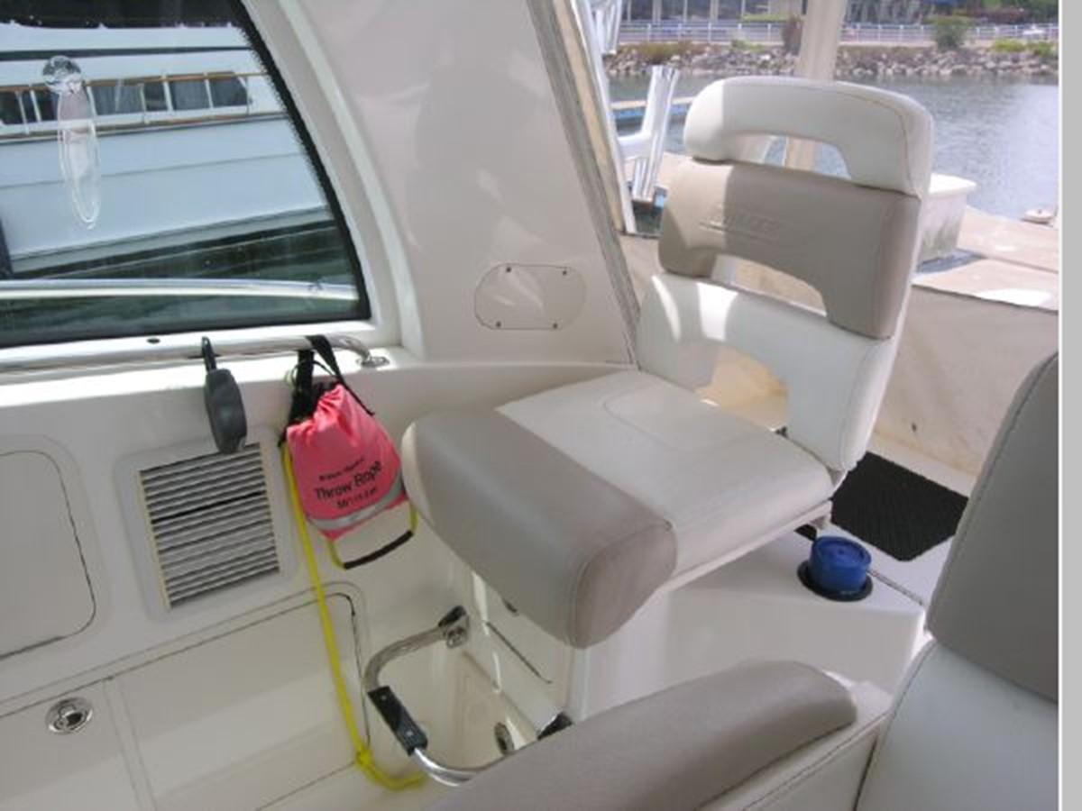 Helm Captains Chair 2008 BOSTON WHALER 345 Conquest Sport Fisherman 2555178