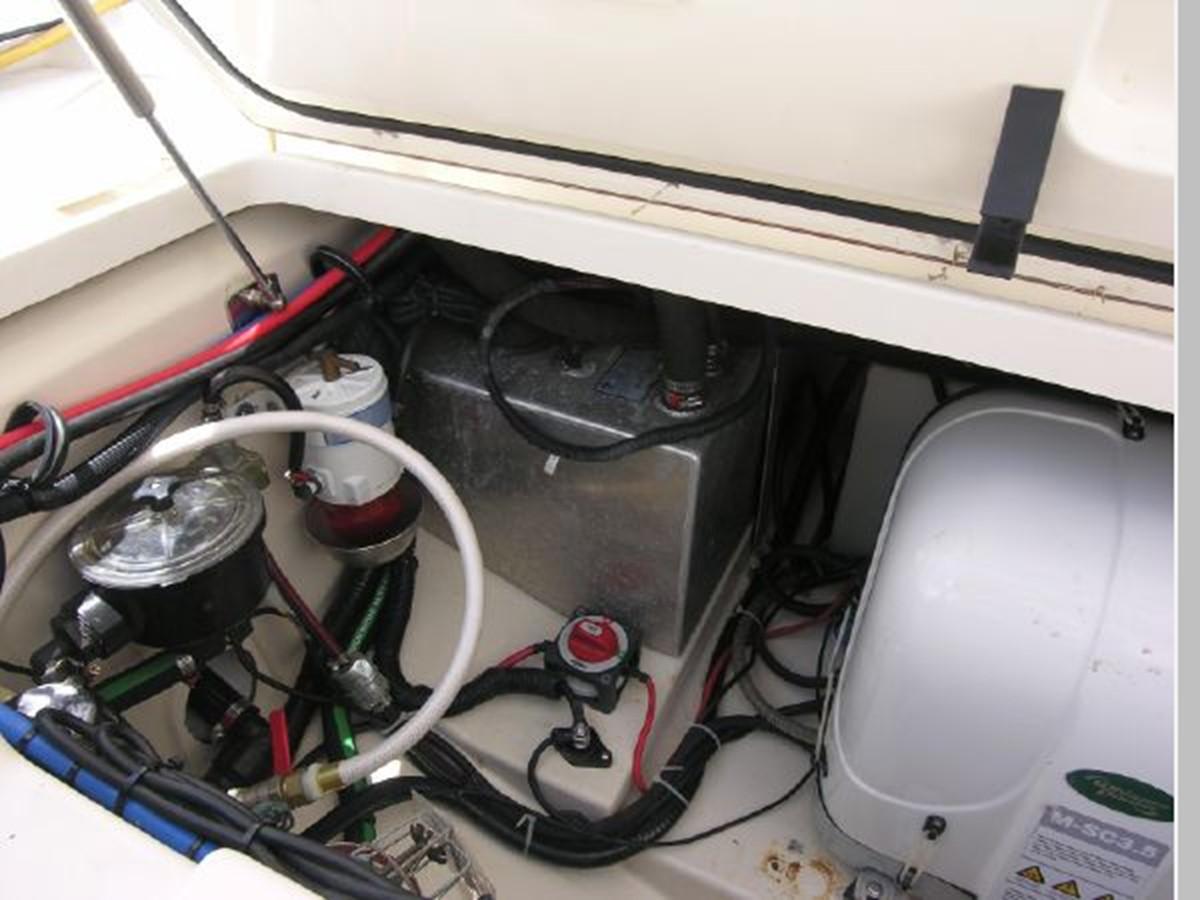 Lazzerette Starboard (Generator Diesel Fuel Tank) 2008 BOSTON WHALER 345 Conquest Sport Fisherman 2555194