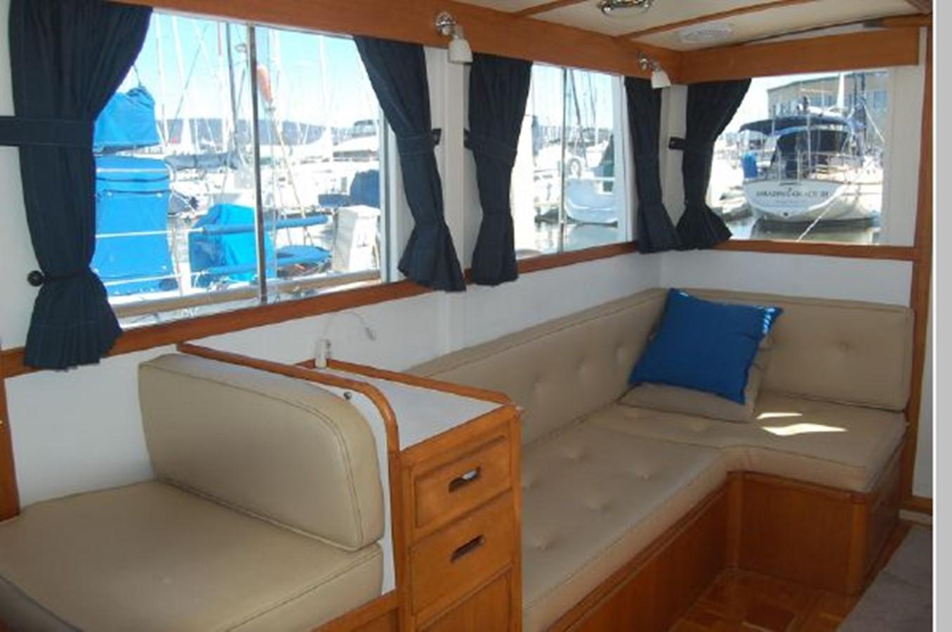 Salon starboard 1976 GRAND BANKS  Trawler 2555260