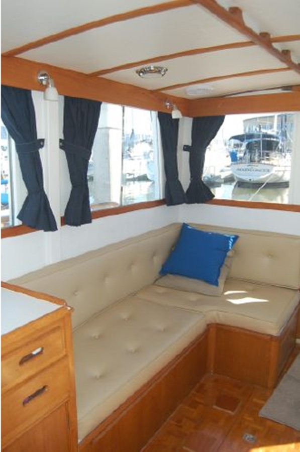 Settee starboard 1976 GRAND BANKS  Trawler 2555261