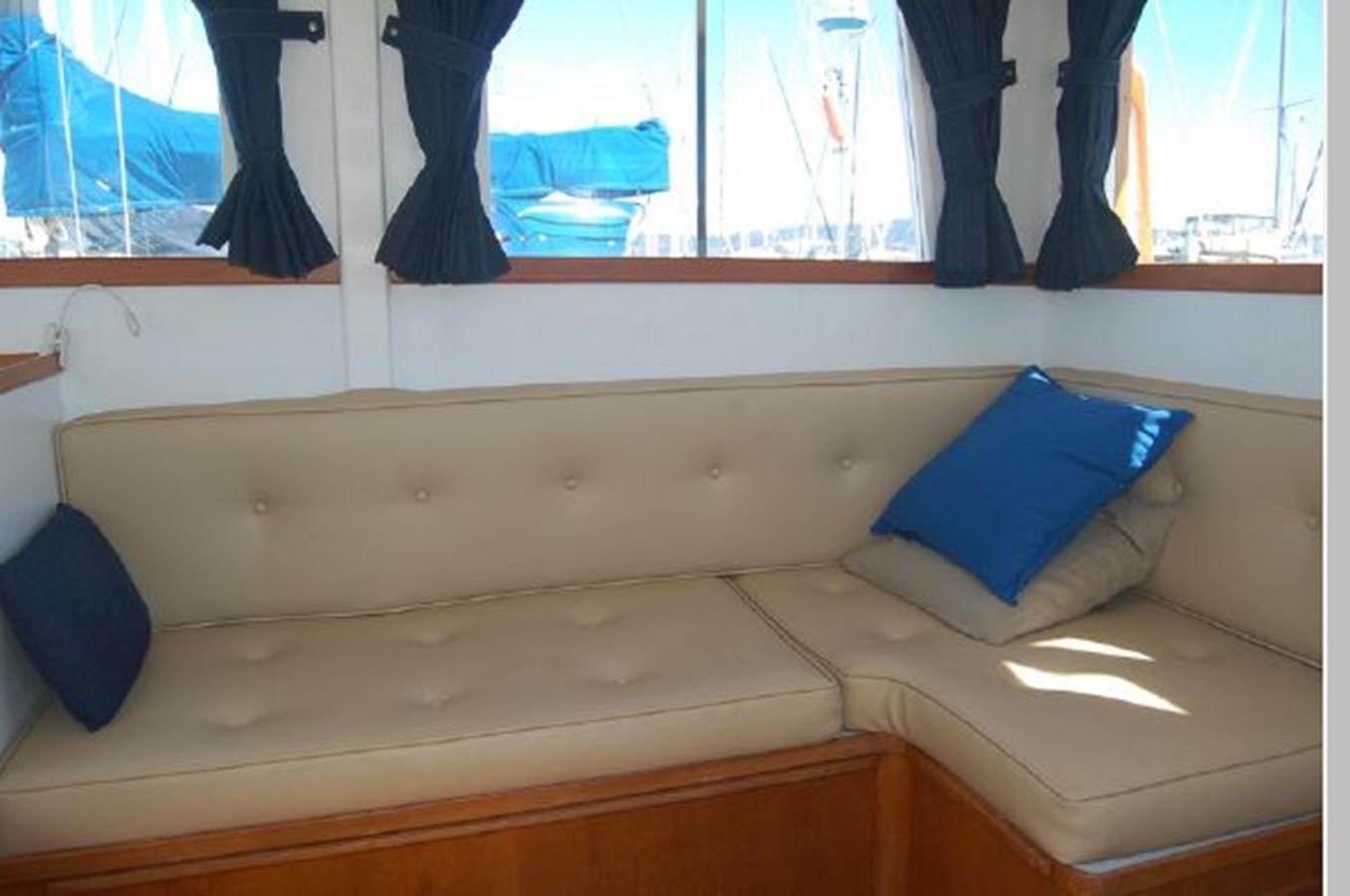 Settee starboard 1976 GRAND BANKS  Trawler 2555262