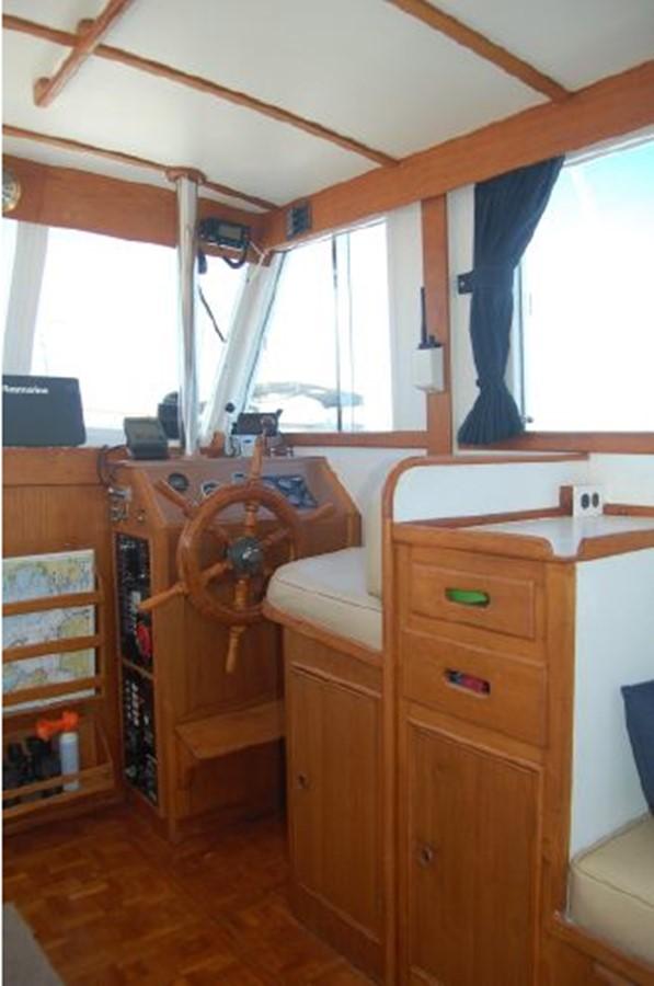 Lower Helm, Salon storage 1976 GRAND BANKS  Trawler 2555265