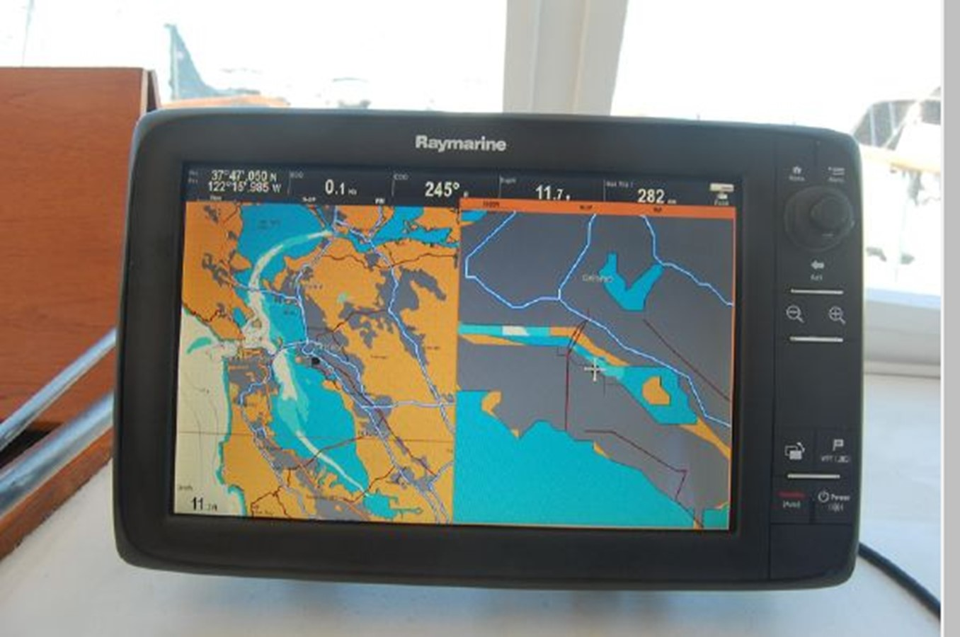 MFD- Split Chart Plotter screens 1976 GRAND BANKS  Trawler 2555273