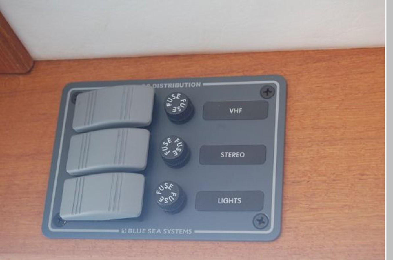 DC Electrical distribution panel 1976 GRAND BANKS  Trawler 2555280
