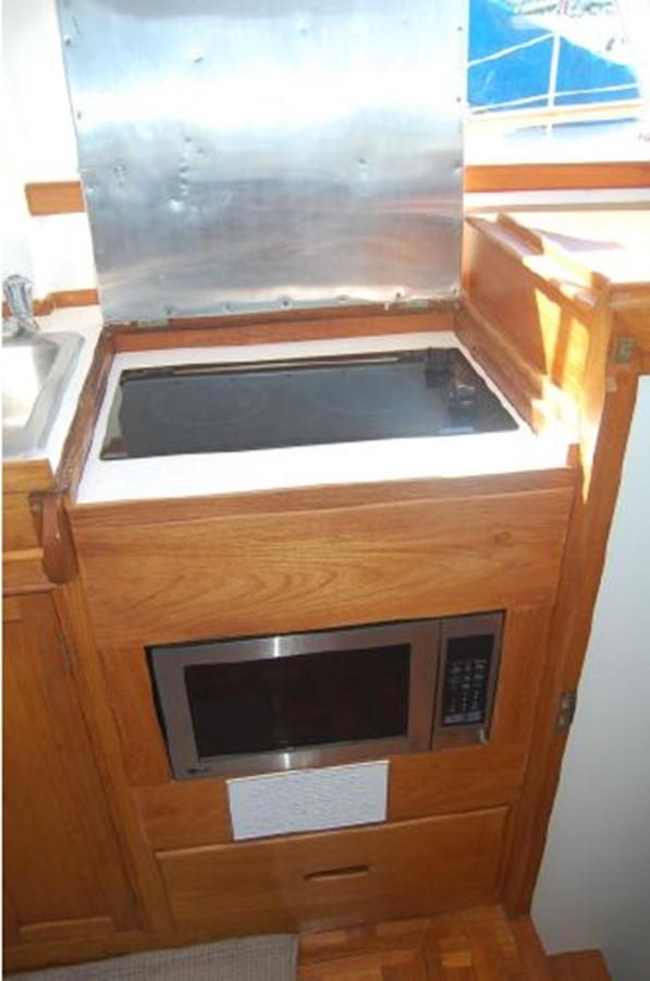 New Stove, Microwave 1976 GRAND BANKS  Trawler 2555292