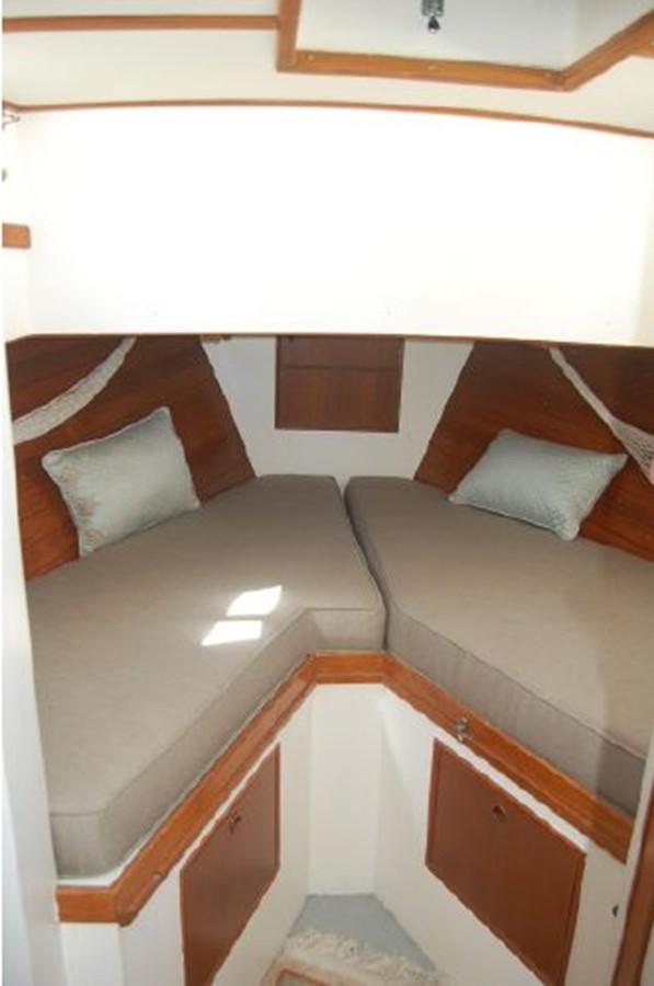 Stateroom- V-Berth, storage below 1976 GRAND BANKS  Trawler 2555293
