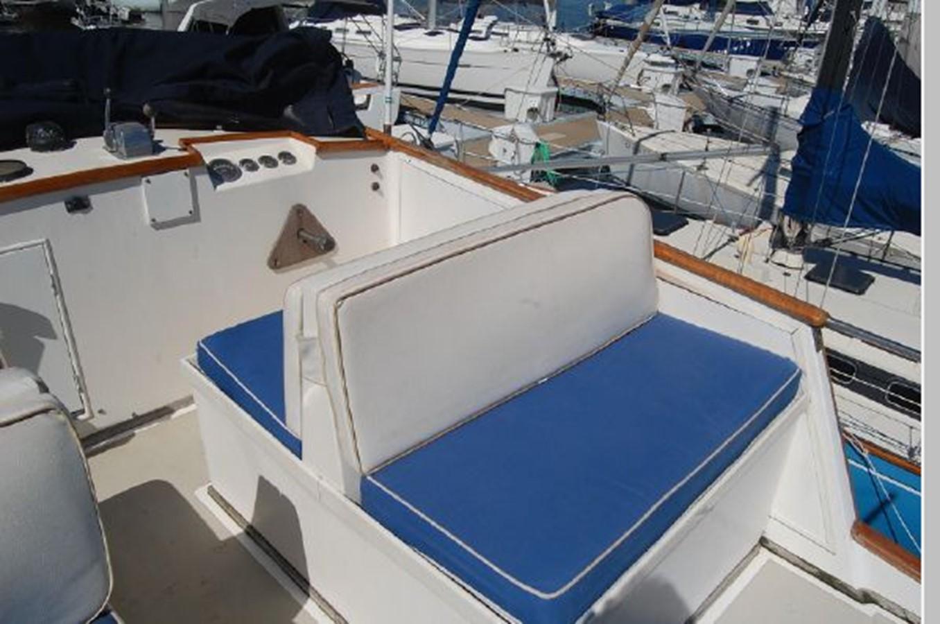 FB starboard seating 1976 GRAND BANKS  Trawler 2555308