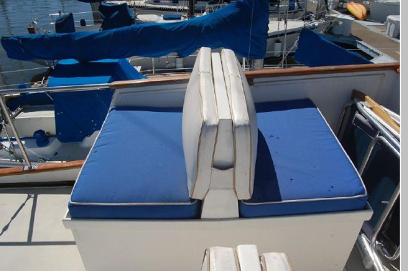 FB port seating 1976 GRAND BANKS  Trawler 2555309