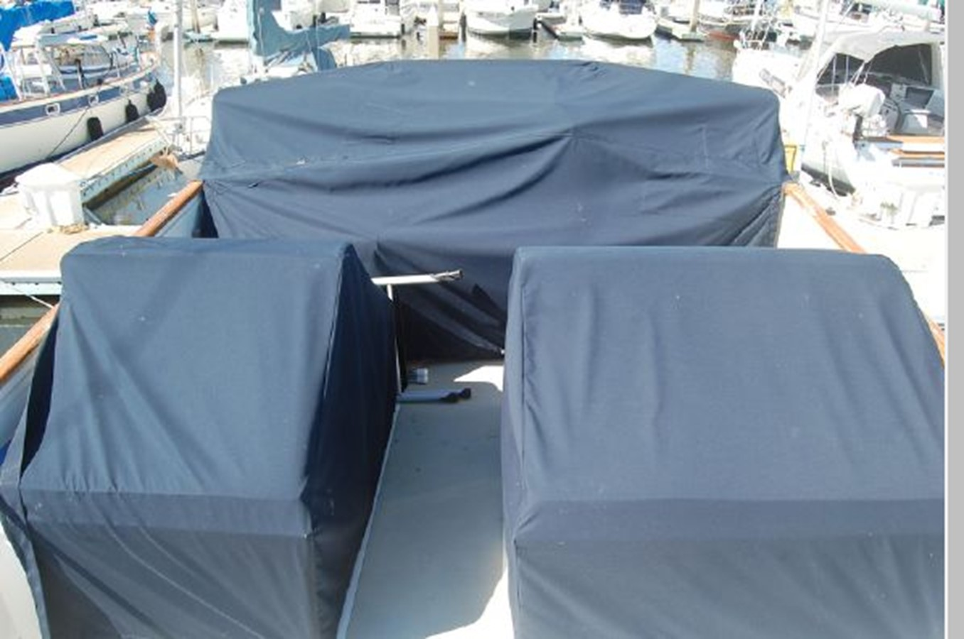 Flybridge seating/helm canvas covers 1976 GRAND BANKS  Trawler 2555310